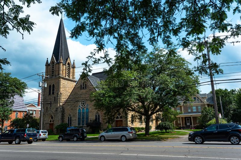 Cortland NY: Corthouse parkerar arkivbilder