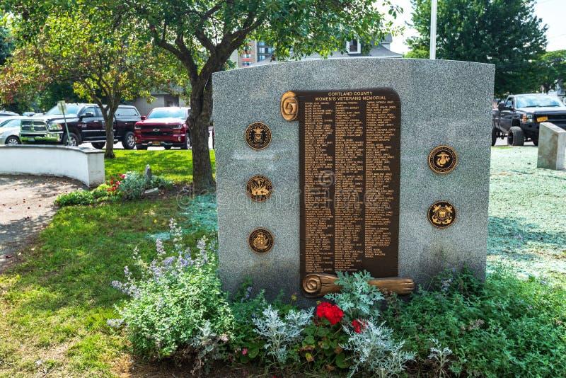 Cortland NY: Corthouse parkerar royaltyfria bilder