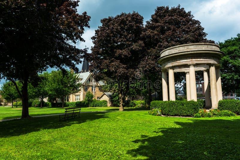 Cortland NY: CourthousePark royaltyfri foto