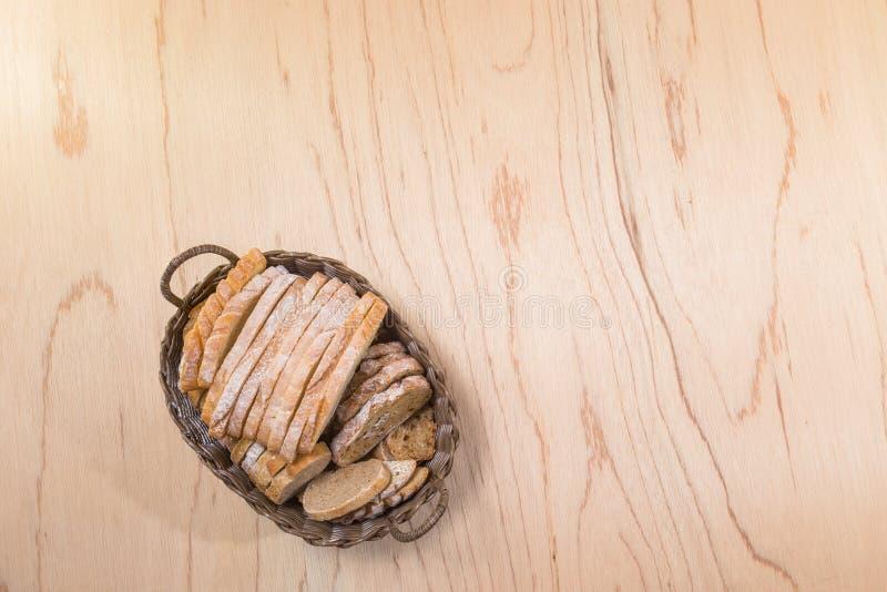 Cortou o pão rústico fresco imagens de stock