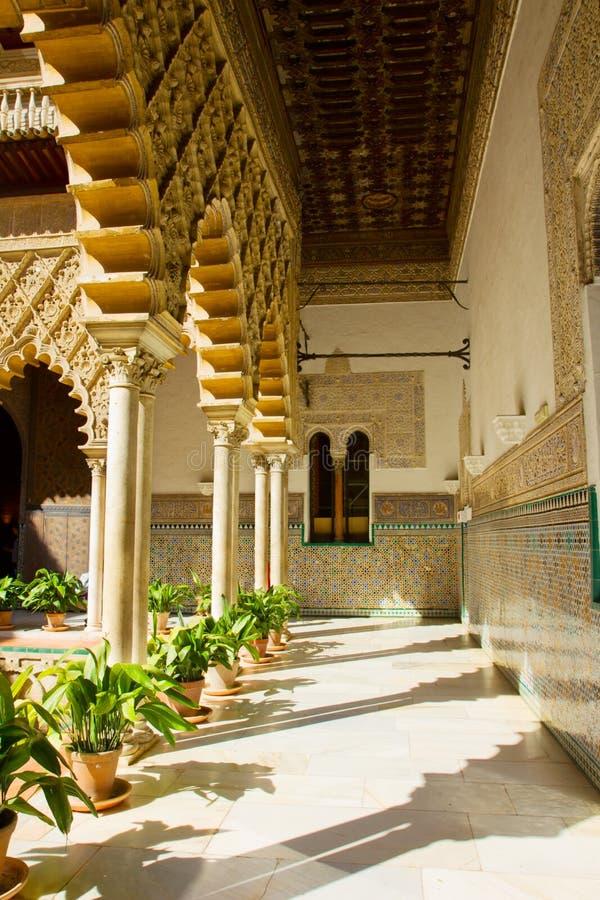 Cortyard à l'Alcazar réel, Séville, Espagne photos stock