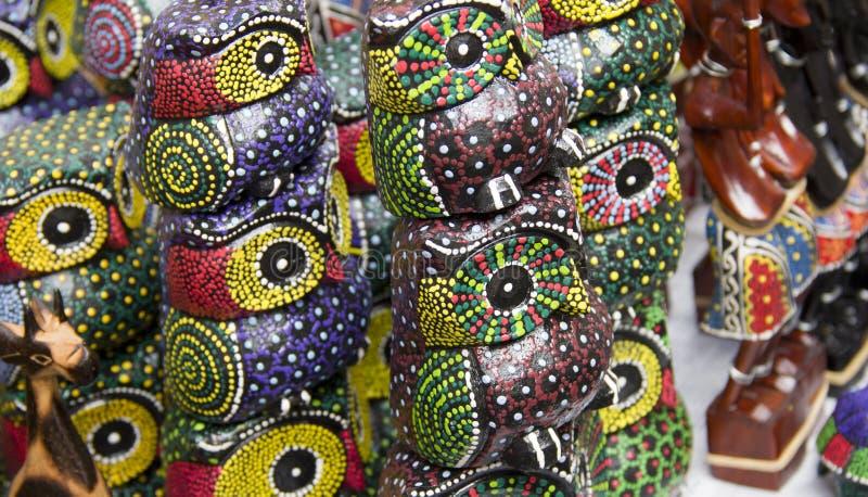 Coruja de madeira do artesanato colorido foto de stock royalty free