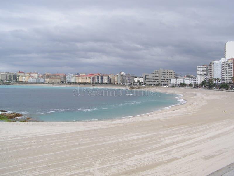 Coruna Galicia Spanien stadssikt en Coruna Orzan strand arkivfoton