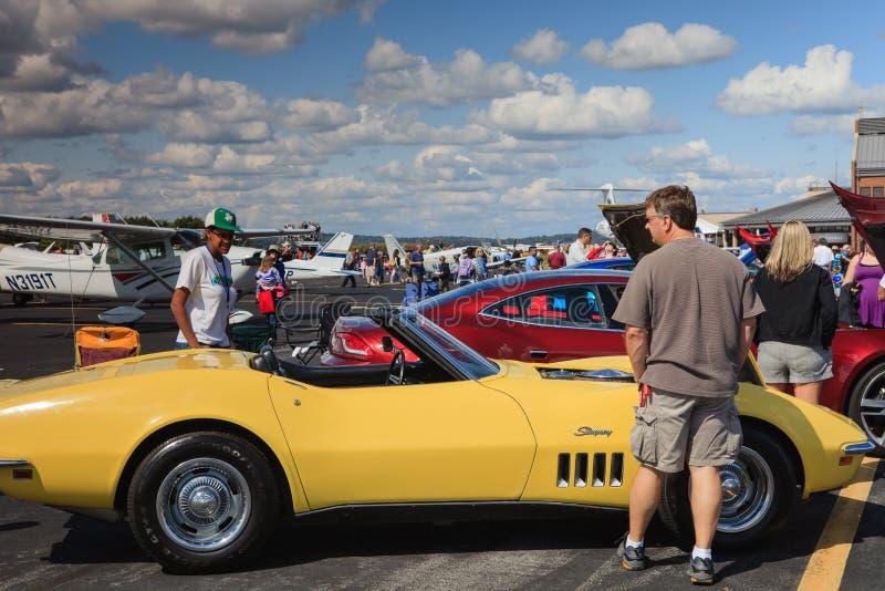 Corvette sur le macadam d'aéroport images libres de droits