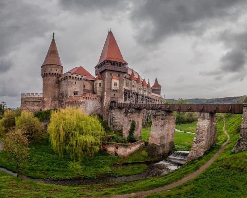 Corvin Huniazilor slott från Hunedoara, Rumänien royaltyfri fotografi