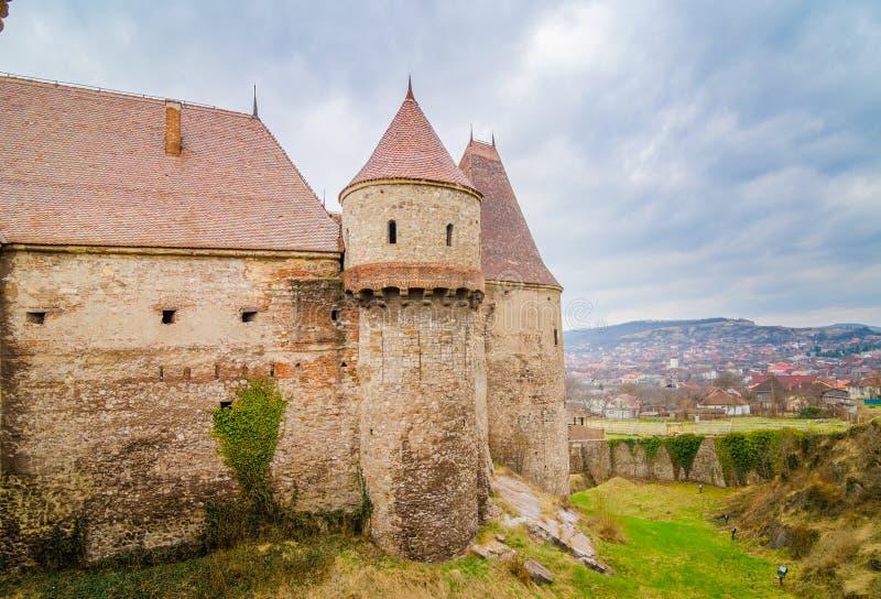 Corvinilor slott i den Hunedoara regionen av Rumänien royaltyfria foton
