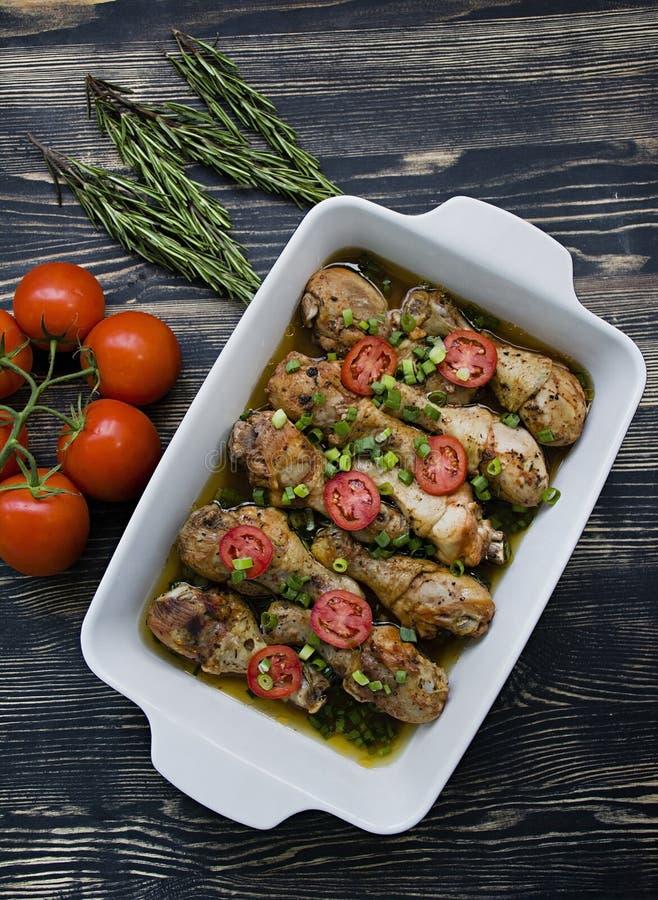 Coscie di pollo arrostite con le spezie, primo piano fotografia stock libera da diritti