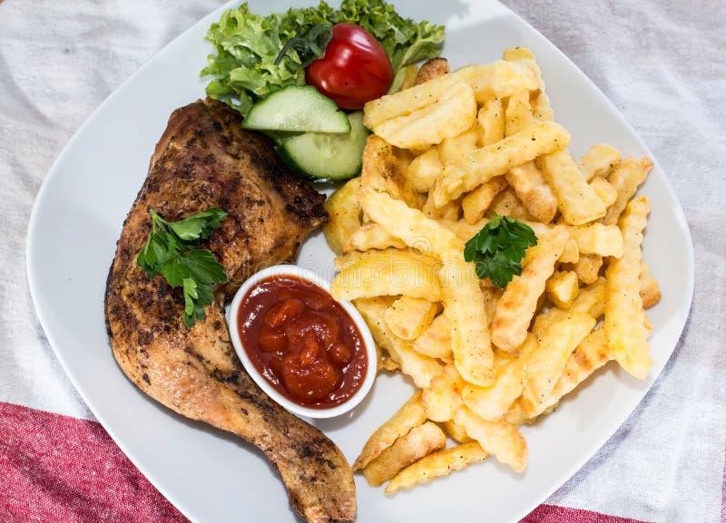 Coscie di pollo con i chip fotografie stock libere da diritti