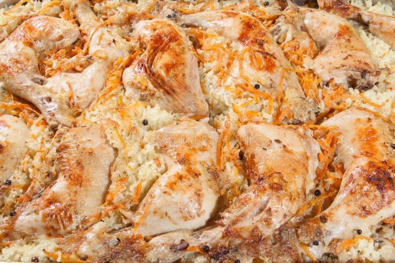 Coscie di pollo con riso e le carote fotografia stock libera da diritti