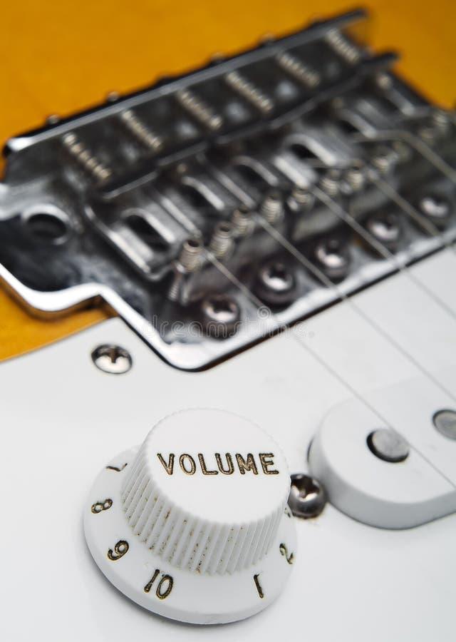 Coseup de volume de guitare électrique photographie stock libre de droits