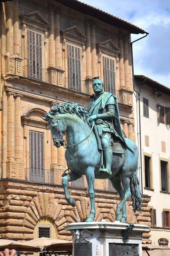 cosimo I在广场della Signoria的de Medici雕象在佛罗伦萨,意大利 库存照片