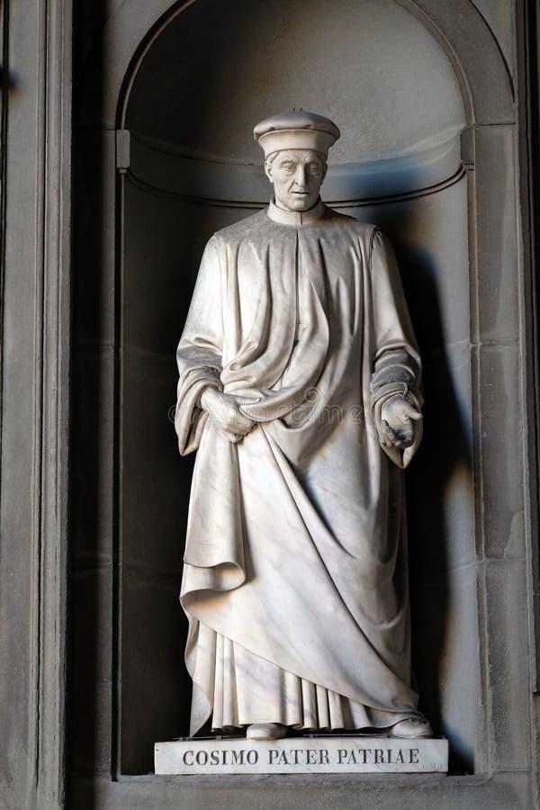 Cosimo Pater Patriae, statua nei posti adatti della colonnato di Uffizi a Firenze immagini stock