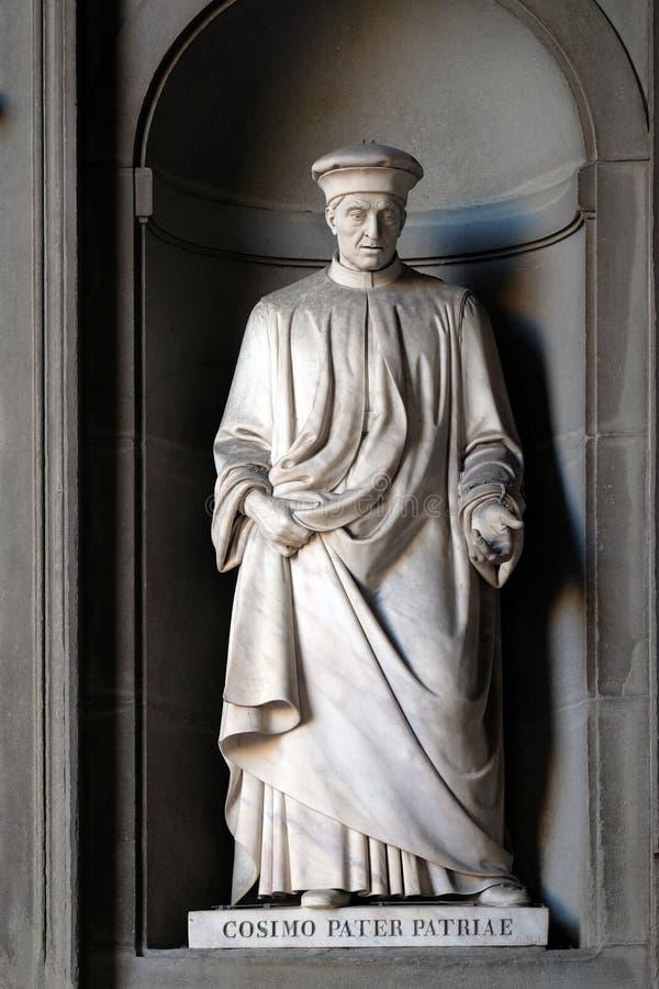 Cosimo Pater Patriae, statua nei posti adatti della colonnato di Uffizi a Firenze fotografie stock libere da diritti