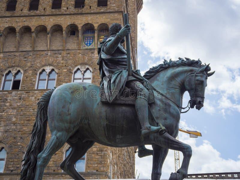 Cosimo Statue auf Signoria-Quadrat in Florenz nannte Statua-equestre di Cosimo lizenzfreie stockbilder