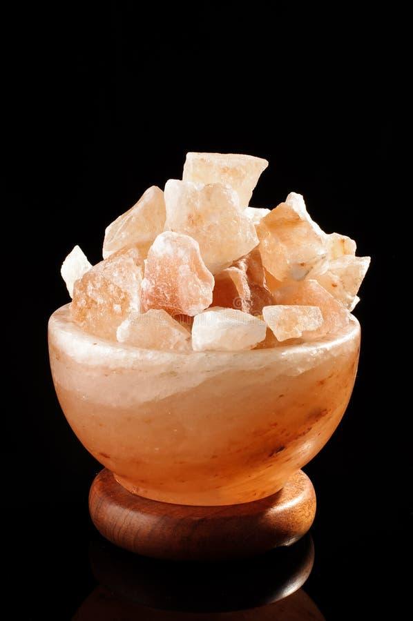 Cosiness van de Himalayan zout lamp en comfortconcept royalty-vrije stock foto