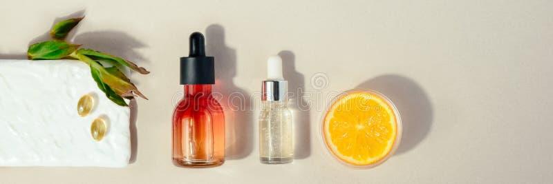 Cosmético natural com vitamina C Conceito dos cuidados m?dicos da beleza da pele Bio produto org?nico Bandeira lisa da configura? fotografia de stock royalty free
