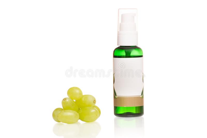 Cosméticos del aceite de huesos de las uvas imagen de archivo libre de regalías