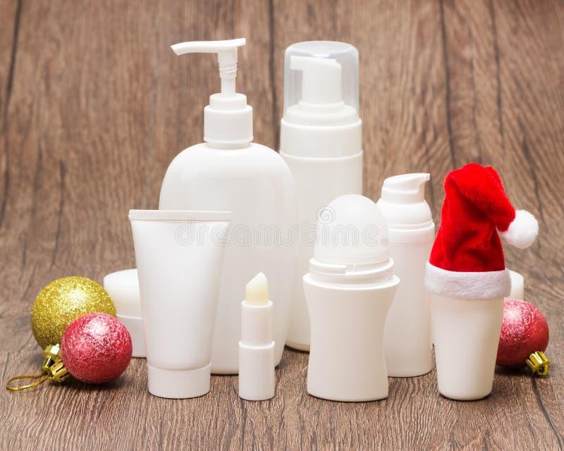 Cosméticos do Natal para o cuidado da cara e do corpo imagens de stock royalty free