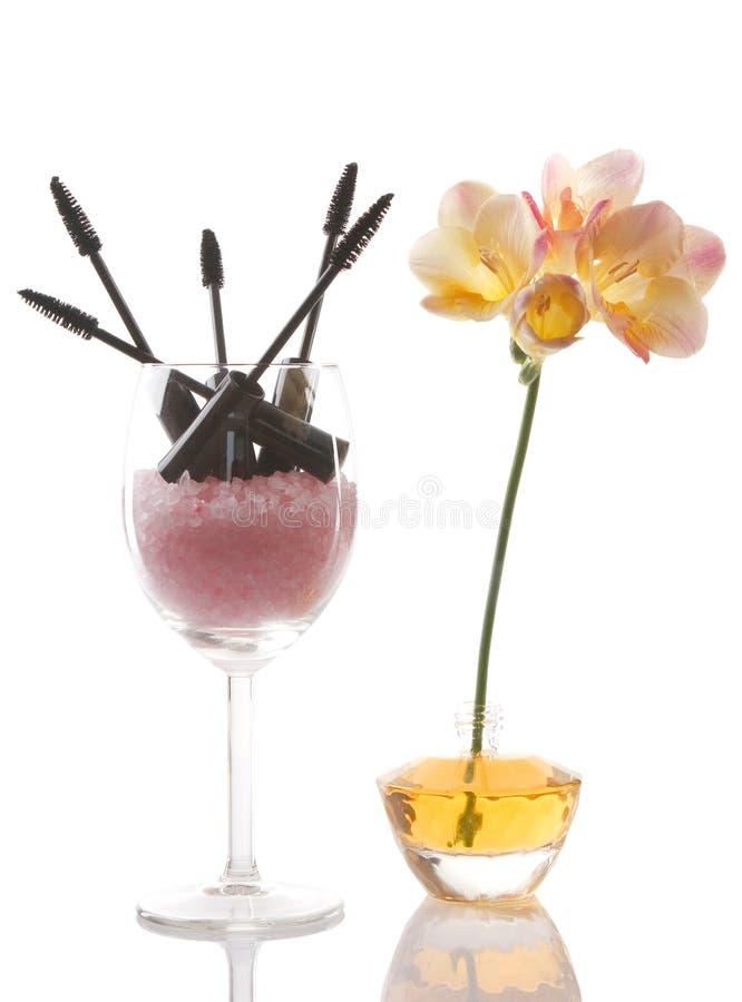 Cosméticos e flor, conceito da beleza imagem de stock