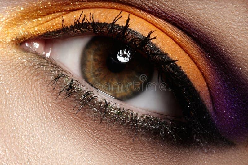 Cosméticos. Maquillaje macro del ojo de la moda, visión limpia imágenes de archivo libres de regalías