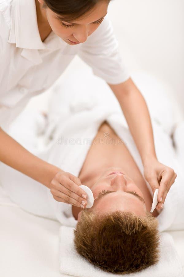 Cosméticos masculinos - tratamiento de la cara de la limpieza imagen de archivo