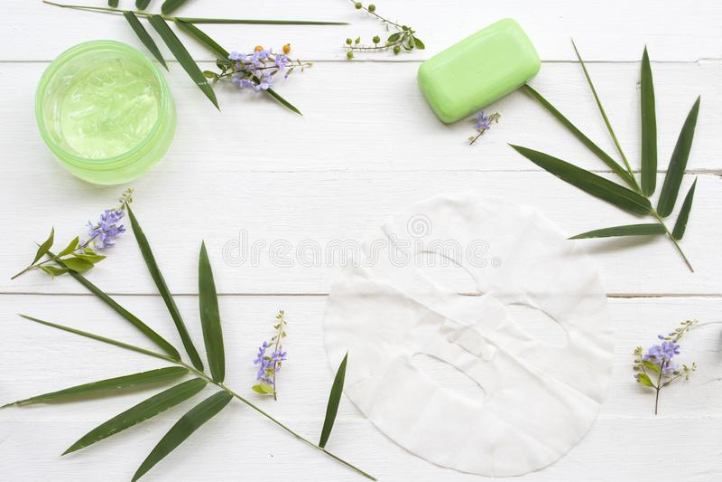 Cosméticos naturais Máscara de aroma à erva, gel de sutura e extrato de sabão herbáceo imagem de stock