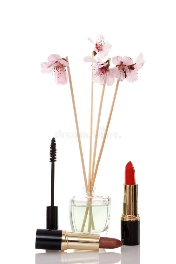 Cosméticos, parfume e flor imagens de stock