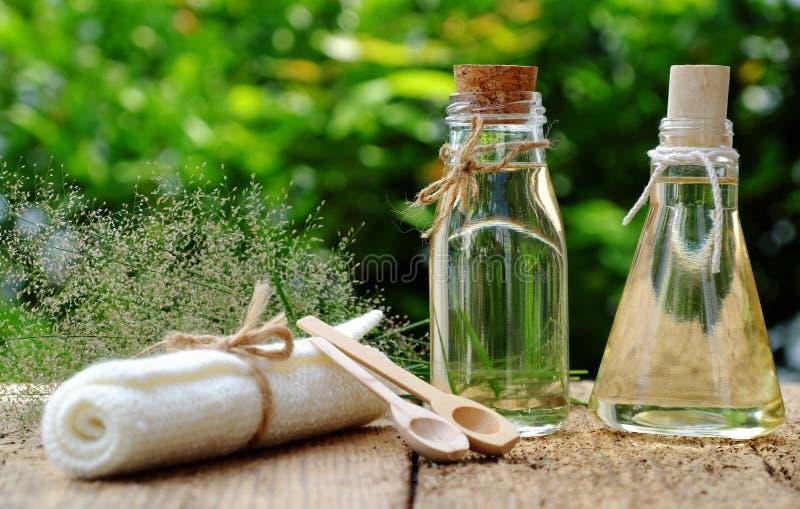 Cosmétique de nature, huile de noix de coco images stock