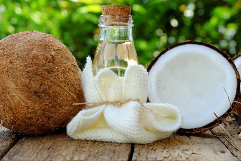 Cosmétique de nature, huile de noix de coco image libre de droits