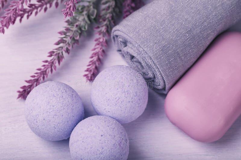 Cosmétique pour des soins de la peau, sel de bain effervescent avec l'effet o photo libre de droits