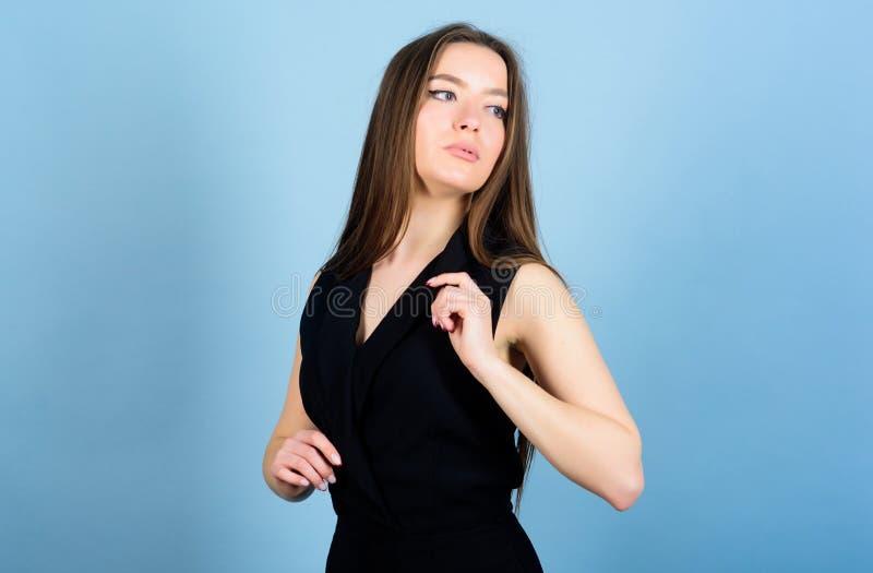 Cosm?ticos e composi??o de Skincare mulher 'sexy' com cabelo moreno Retrato do modelo de forma Beleza natural mulher sensual sobr fotos de stock