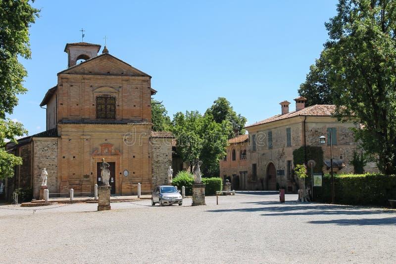Cosma和达米亚诺教会在Grazzano Visconti,意大利 免版税库存图片