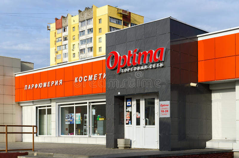 Cosmetici del negozio, profumeria degli optimum commerciali della rete, Homiel', Belaru fotografie stock