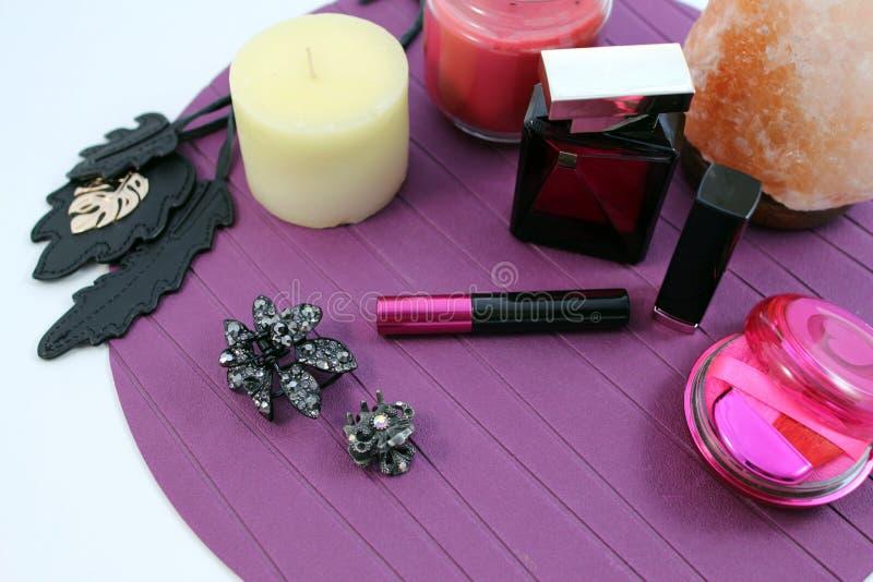 Cosmetici ed accessori femminili immagine stock