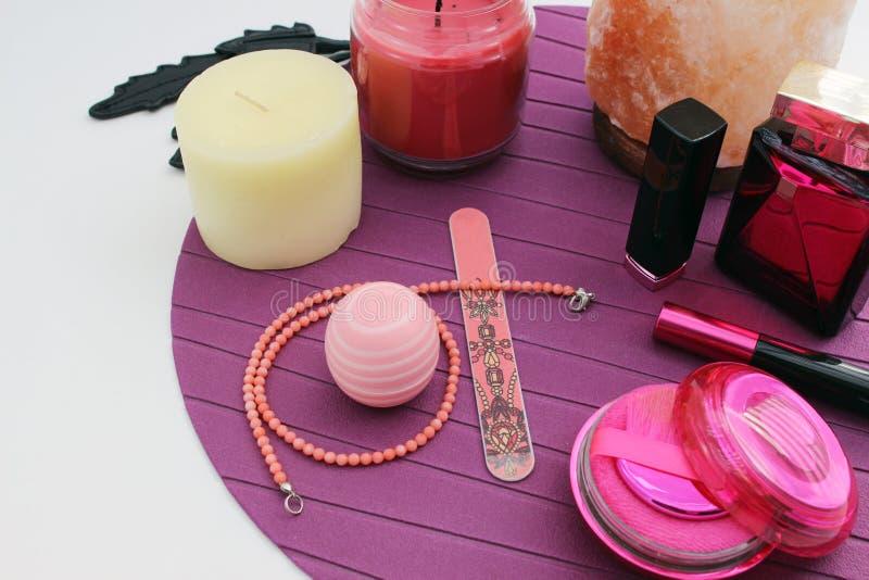 Cosmetici ed accessori femminili fotografia stock libera da diritti
