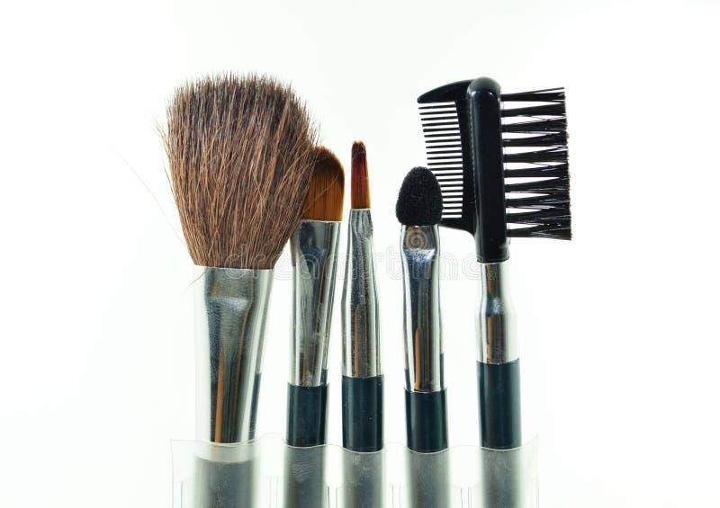 Cosmetico di trucco del set di pennelli isolato su fondo bianco immagini stock libere da diritti