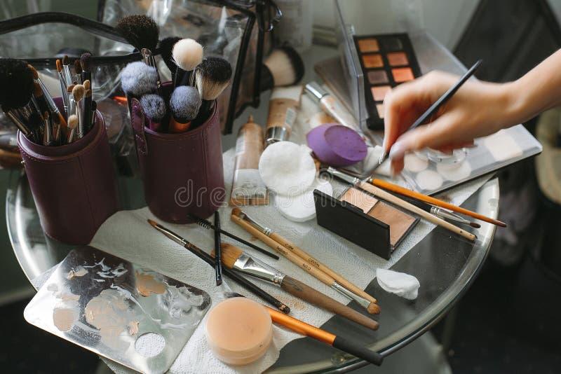 Cosmetico professionale della spazzola di trucco fotografie stock