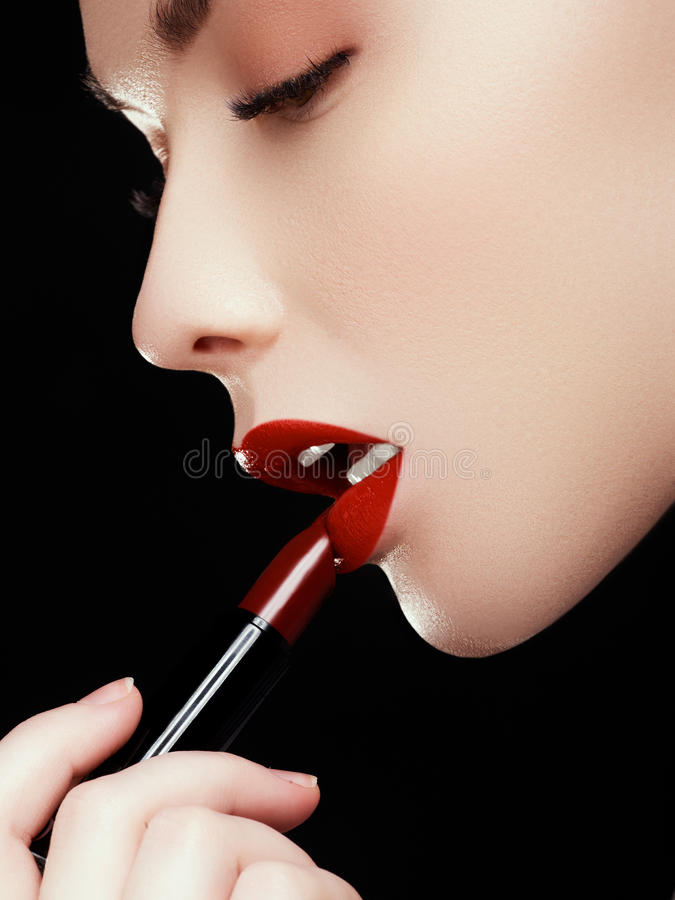 Free Cosmetics And Makeup. Perfect Lip Makeup. Fashion Model Applying Lipstick. Beautiful Young Woman Royalty Free Stock Photography - 98241467