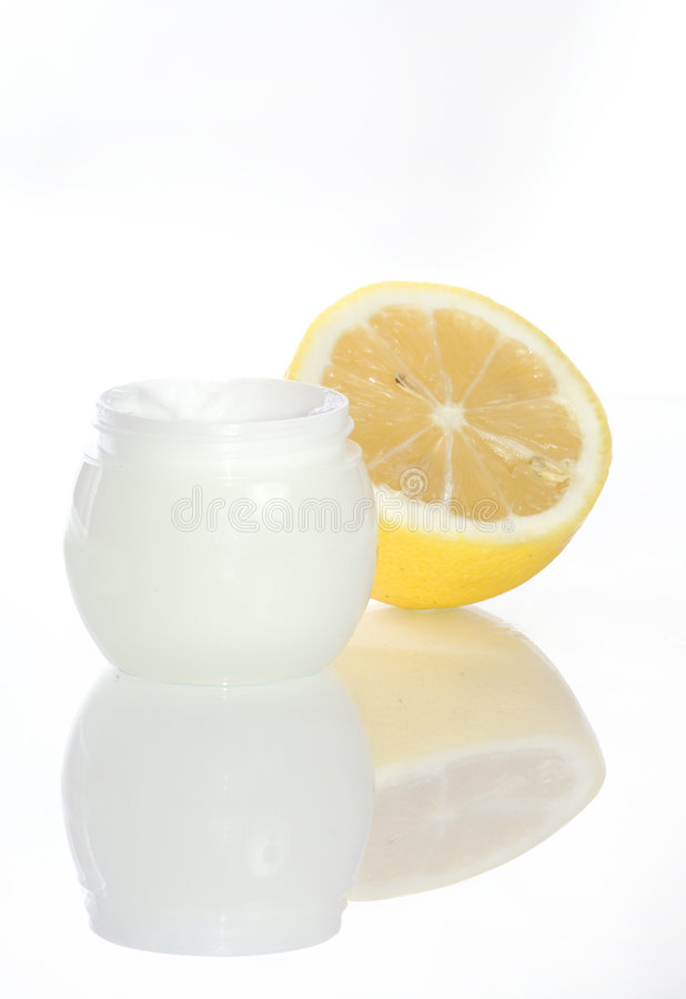 Free Cosmetics Lemon Cream Royalty Free Stock Image - 3032626