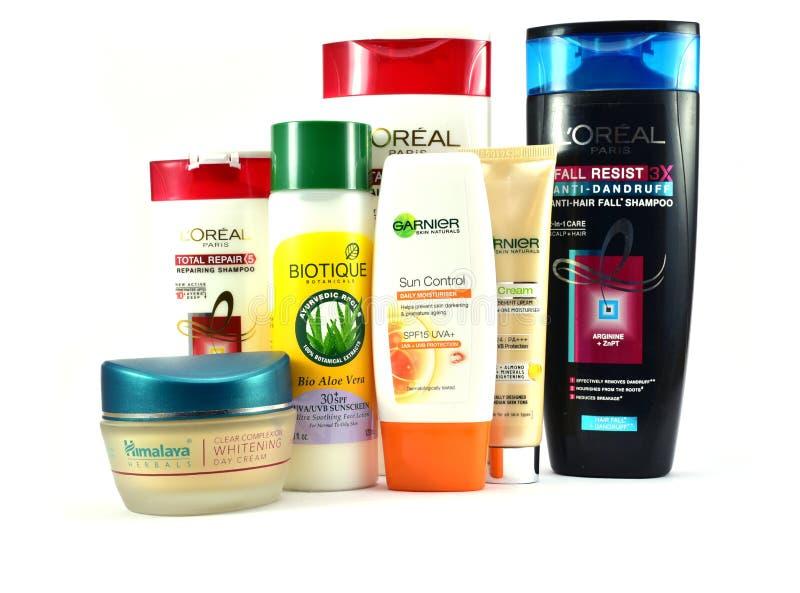 Cosmetischee producten voor huid en haarverzorging van globale merken royalty-vrije stock afbeeldingen