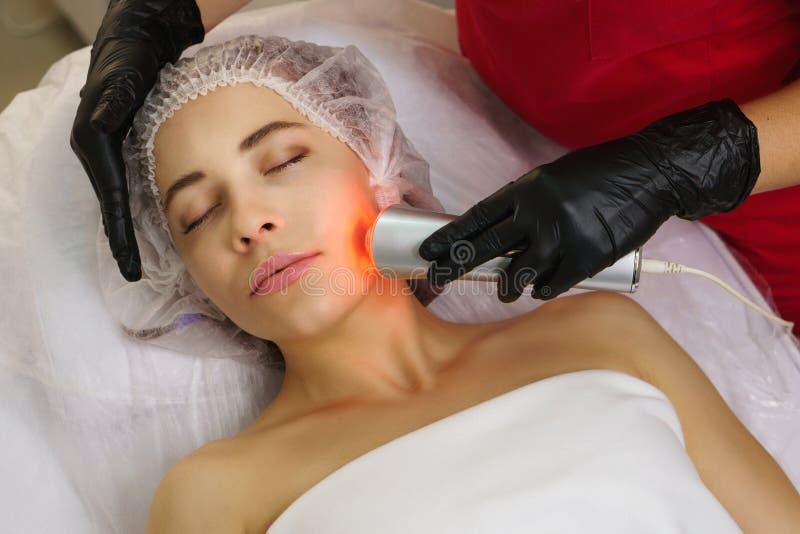 Cosmetología del hardware Ultrasonido chromotherapy fotografía de archivo libre de regalías