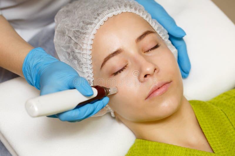 Cosmetologia do hardware Mesotherapy imagem de stock royalty free