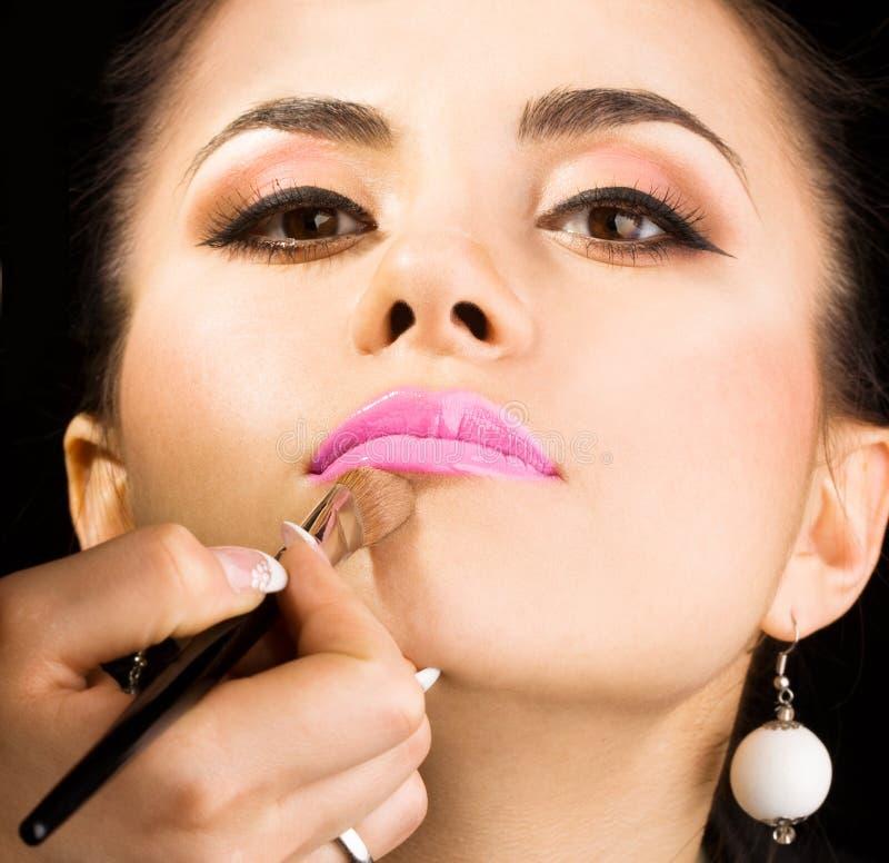 Cosmetologist che fa trucco immagini stock libere da diritti
