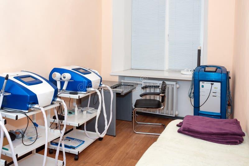 Cosmetologistkabinett in der modernen kosmetischen Klinik Laser-Cosmetology, Dermatologie Haar entfernen Laser-Behandlung medizin lizenzfreies stockfoto