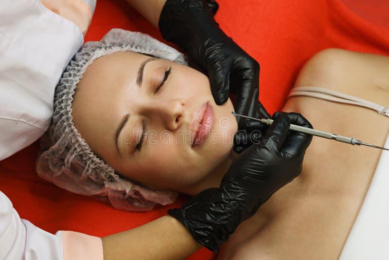 cosmetology Gesichtsreinigung lizenzfreie stockfotos