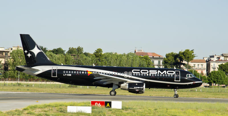 Download Cosmos Airlines, Airbus 320 Editorial Photography - Image: 26604382
