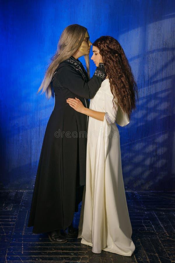Cosplay尼姑和魔术师,从戏剧的字符 免版税图库摄影