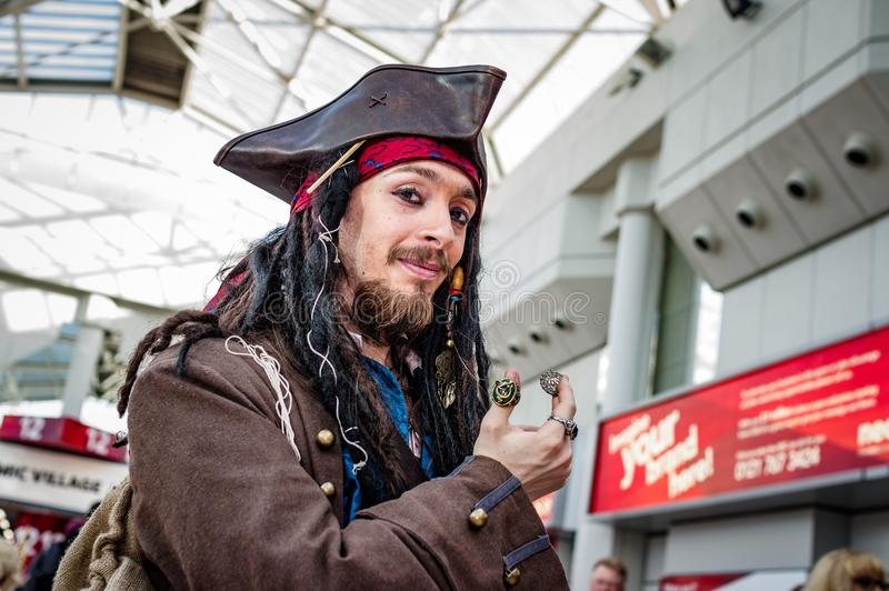 Cosplay als Kapitein Jack Sparrow stock fotografie