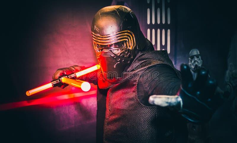 Cosplay als Kylo Ren von Star Wars lizenzfreie stockbilder