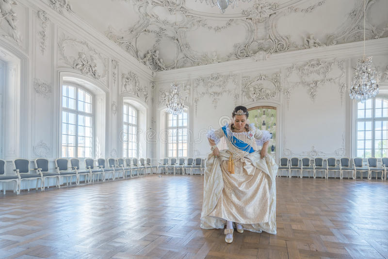 Cosplay histórico mulher no similitude de Catherine The Great, imperatriz de Rússia imagens de stock